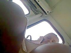 Sottane alzate mamma bionda russo Traduttore in autobus