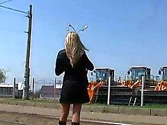 Den Rock geschaut Gelbbraun Strumpfhosen Tram