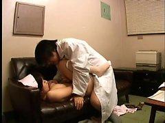 casalinga giapponese leccato in cucina