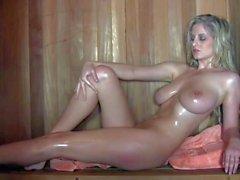Обнаженного большой сиськастый блондинка Женни Макклэйна в бане