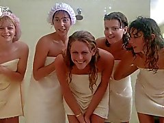 Porkys - Voyeur gloryhole suihku kohtaus (soolo tytöt )