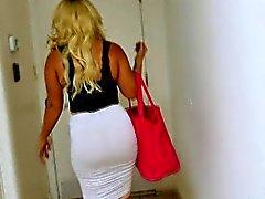 De BBW de Nina Kayy dispose d' gros seins et gros cul pour sexe anal