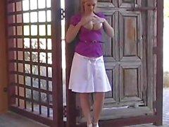 Alison Angel - Pauke in der Öffentlichkeit