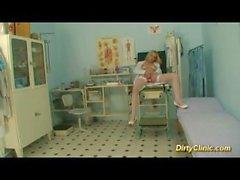 sexy enfermeira loura monta o pau