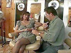 Britse slet Melanie geneukt in een klassieke scène