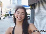 Brasilianska teen Gina erbjuder hennes snäva slidan