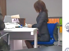 Ofis bimbo , Maki Hojo onu fanny ile oynuyor