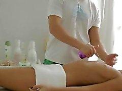 Deixe-me chupar o pau adolescente do massage acabam por sexo