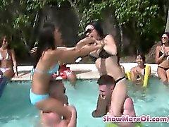Schulmädchen pool party und die Gruppe Sex