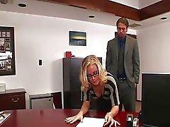 Nicole fucks nell'ufficio