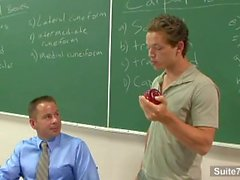 Sinful gay professor obtém pregado por aluno gay em sala de aula