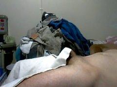 kommt sie im Raum um Wäsche hängen und bleibt während ich dieser Aufnahme