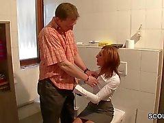 Sexy Германии Mother трахнули во время своей работы