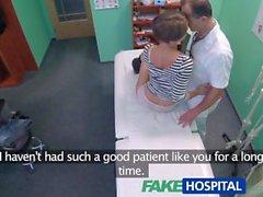 FakeHospital Короткое волосы красотку обольщает врача