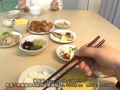 Busty japonais aime le sexe de style POV