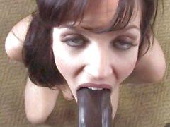 Di bobbi di Starr adora di ram nero enorme cazzo in bocca
