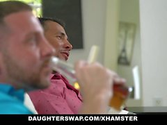 DaughterSwaps - adolescente fode Older papai