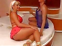 Red haired Transvestit bumst nette blonden