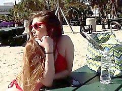 Gina Valentina slickar Kobi Brians bröst och fitta
