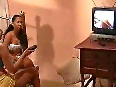 Aline Dias e Caroline - Panteras As Colegias Cena2