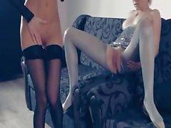 Heiß lesbs im Pantyhose erneut in action