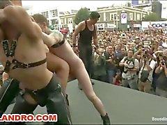 На открытом к гомосексуалистам территории отеля и фетишистов Секс