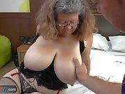 Agedlove Oma mit big tits knallte