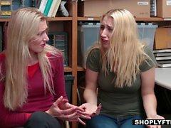 Blonde Babe wird für ihre Ladendiebstahl mit einem Schwanz bestraft