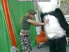 Kostuum partij met tiener meisje draaide zich om riem op neuken
