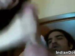 Индийская Бейб толченый большой петух При The Ass