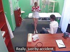 FakeHospital Studs Hahn macht sexy Krankenschwester cum