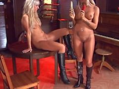 Ashley Bulgari und Carla Cox