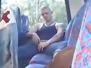 Скинхед дразнить в автобусного .