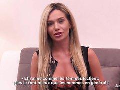 LA NOVICE - Грудастая российская блондинка трахала французского петуха