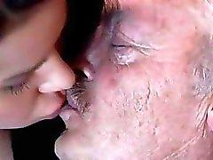 Vanhoja sekä nuoren tytön jalka taikakalu porno videoita Bruce sloppy vanha miestä