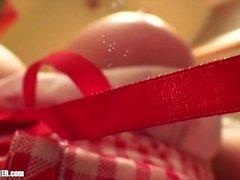 Red Riding Puu: Kurvikas tyttöystävä perseestä sohvalla. WC Suck & Swallow!