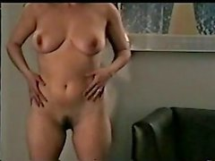 m2c1 Mateur swinger hustru Josie strips 1