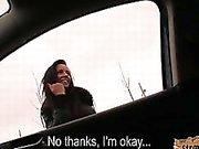 Sehr enge latina jugendlich Gina Devine durchgefickt in einem Auto