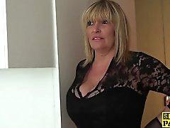 Dessous fällige Unterkategorien Dame bringt Mundbesamung