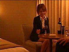 Attraktive japanische Babe in Strumpfhosen ist auf der Suche nach s