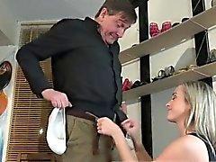 Sorprendente elaborazione pippa Woody vende calzature alla il Vin