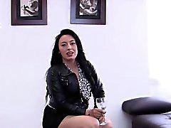 TuVenganza - Big bosomed Maria Conchita equitação Galo