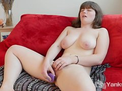 Chesty Yanks Girl Raven Snow Fingers Her Cunt