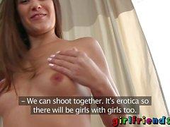 Flick brunett bästisar erotik provspela