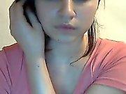 Cette fille montre ses beaux seins
