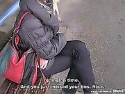 PARAGEM cadela - Mulheres maduras Czech apanhada na estação de autocarro