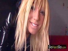 Nénuphar Labeau blondasse dominantes de PVC catsuit