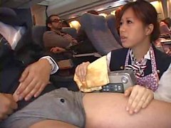 Stewardess zwang Handjob im Flugzeug