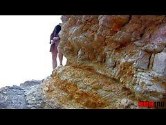 Magert spannish MILF knullas hårt i arslet på stranden