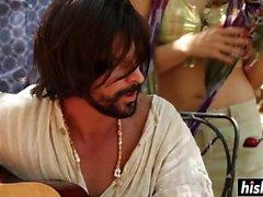 Sexy Hippie Mädchen wird im Freien gepflügt